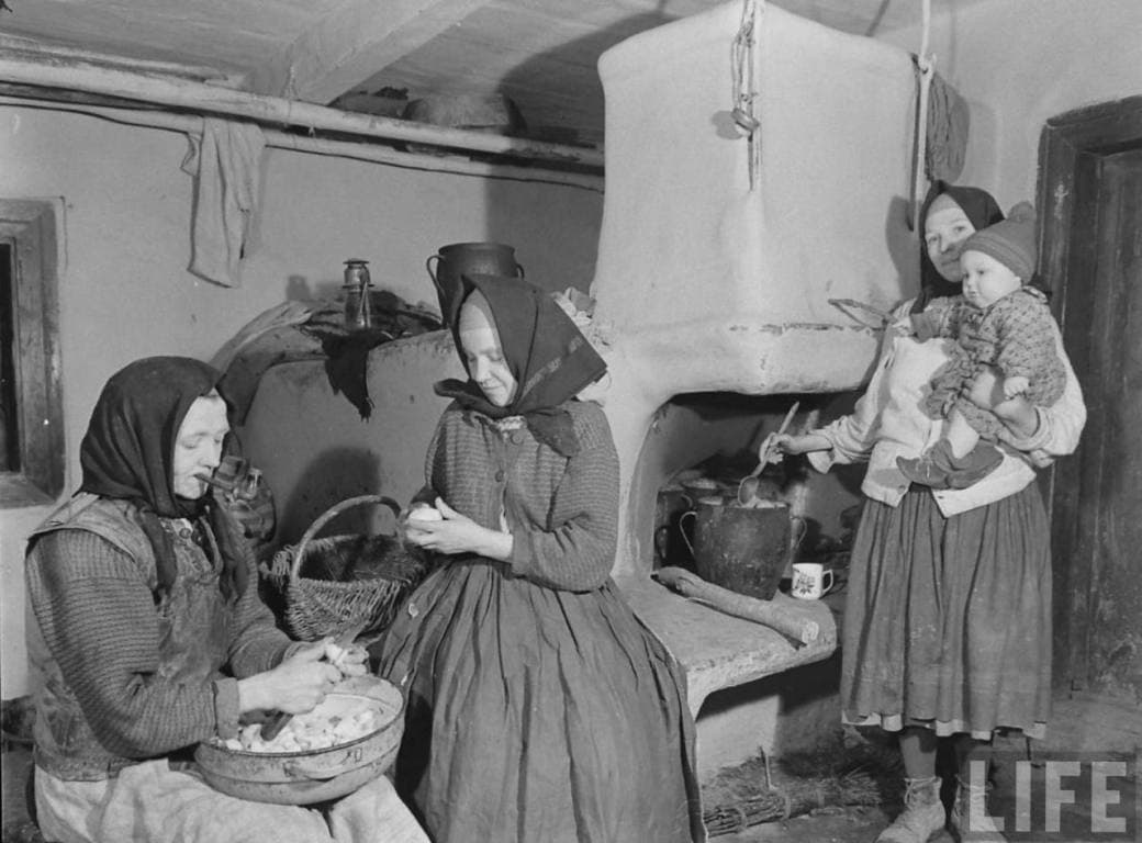 13 Ruthenia Peasants In Home 3 Women And Baby