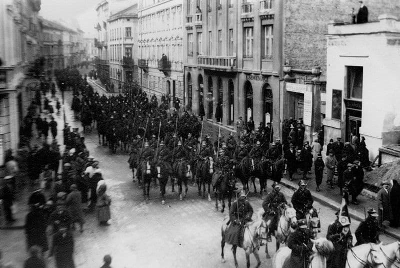 800px-Parade of the Polish Army in Lviv interwar period1