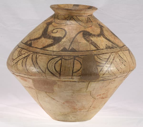 Biconical pot with zoomorphic representations. Moldavia  4 mil