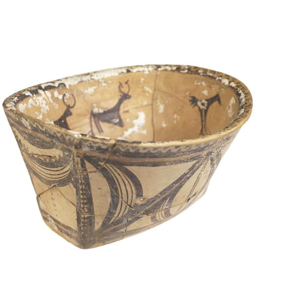 Oval bowl. Ucraina. 4th millenium BC
